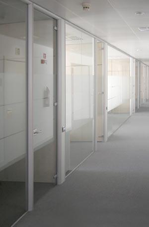 Mamparas de oficina barcelona for Mamparas divisorias para oficinas